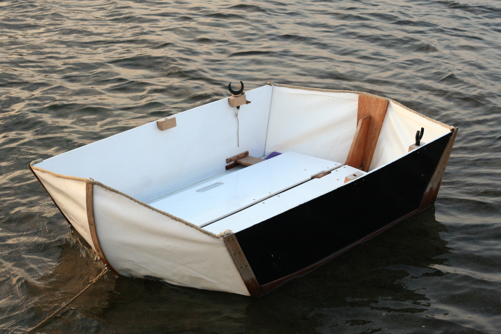 Caraway - Origami folding dinghy