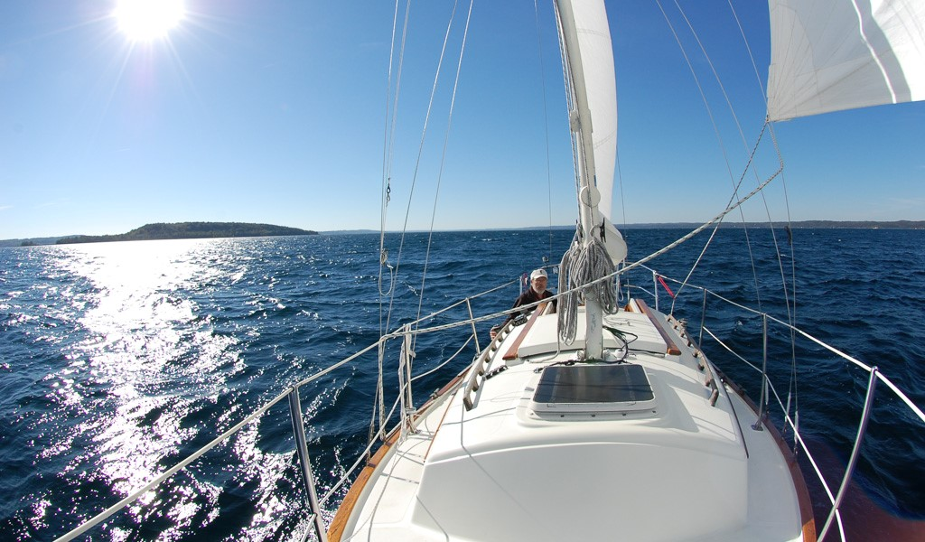 Flicka Blue Skies sailing