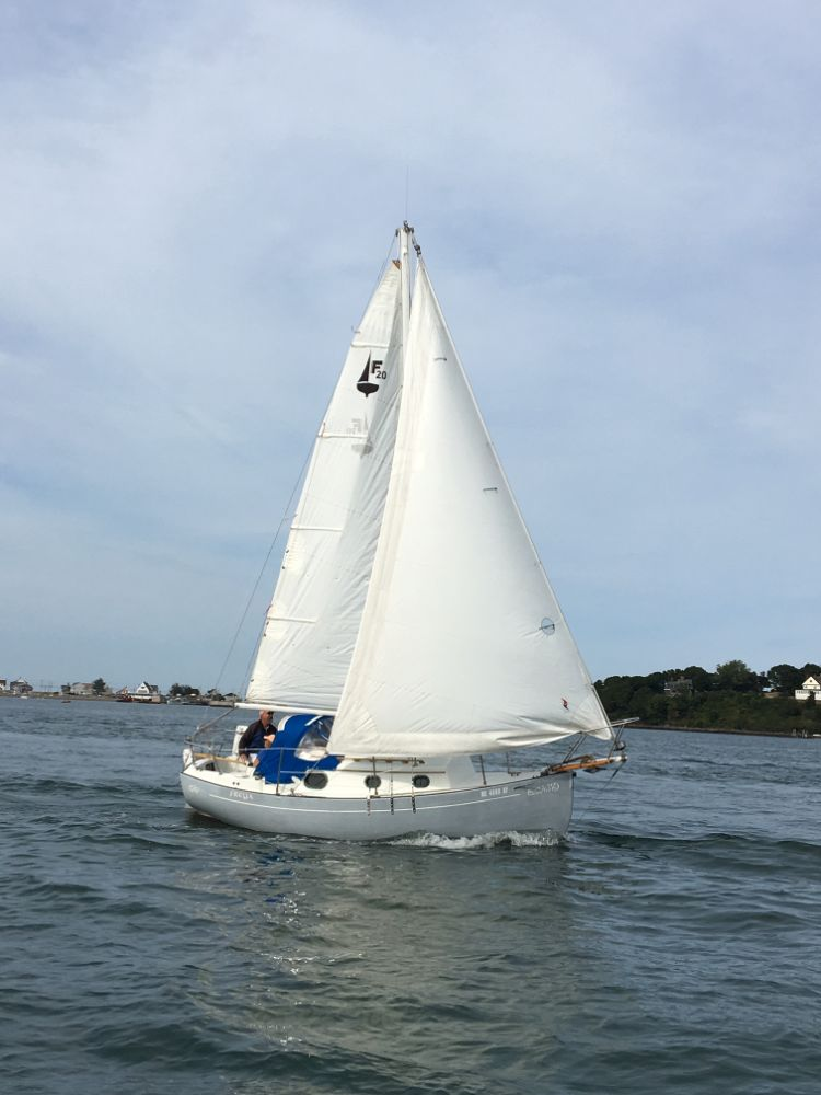 flicka freya sailing